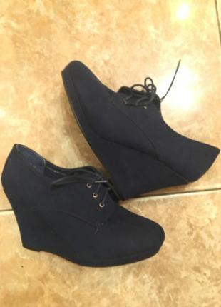 Класні замшеві фірмові туфлі