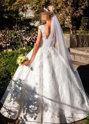 Королевское свадебное платье на высокую невесту