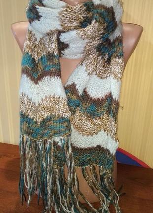 Оригинальный длинный вязаный шарф