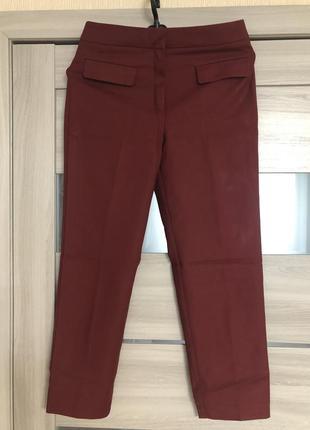 Стильные классические брюки бордо от mango