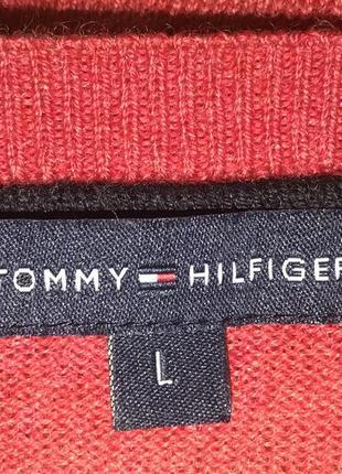 Актуальный свитер с треугольным вырезом3 фото