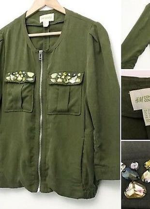 Актуальная куртка-бомбер с декорированным карманами от h&m (conscious collection)