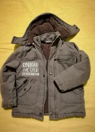 Теплая  зимняя куртка на мальчика 5-6 лет