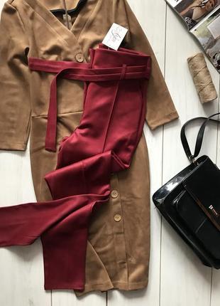 Бордовые брюки под пояс с высокой посадкой