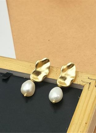 Стильная пара сережек золото и жемчуг2