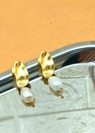 Стильная пара сережек золото и жемчуг3