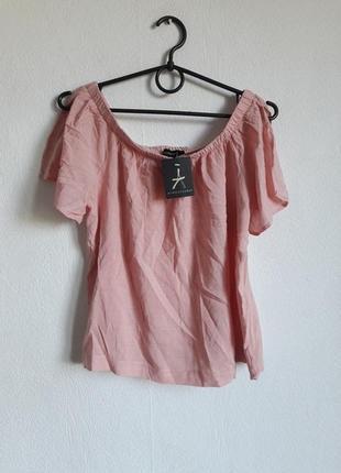 Интересная блуза с опущенными плечиками