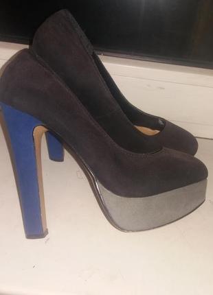 Туфли на каблуке, лабутены