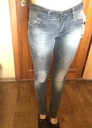 Джинсы штаны серые рваные страдивариус
