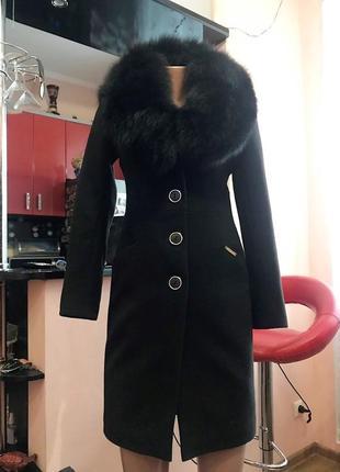 Крутое шерстяное пальто с натуральным мехом