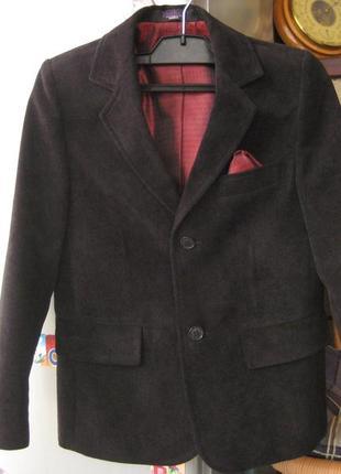 Нарядный бархатистый пиджак для мальчика в школу польской фирмы jankes.