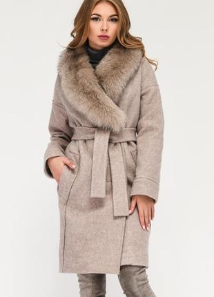 Пальто с шикарным натуральным мехом