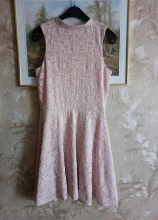 Шикарное кружевное платье цвета пудра, пудровое платье