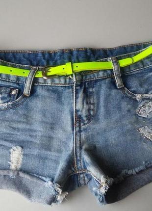 Стильные шорты с ремешком