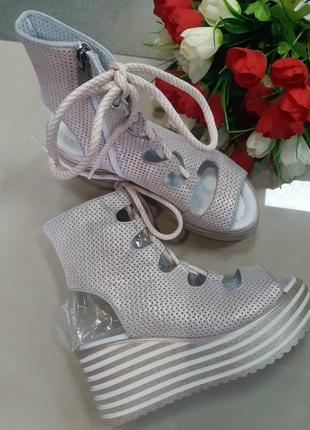 Кожаные сандали босоножки