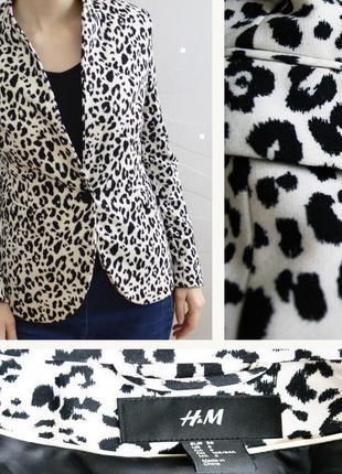 Приталенный пиджак анималистической расцветки h&m размер s