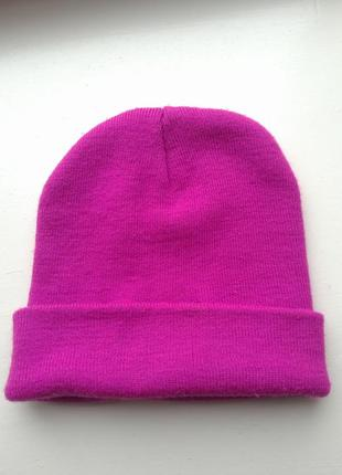 Стильная шапка blick