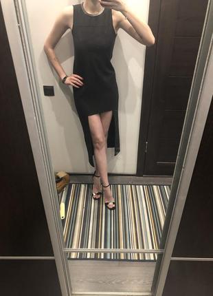 Маленькое чёрное платье необычного кроя