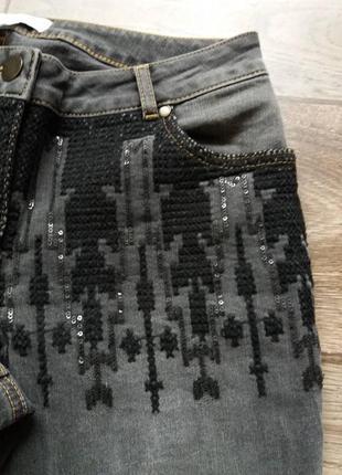 Идеальные дизайнерский стильные оригинальные джинсы с вышивкой amy vermont