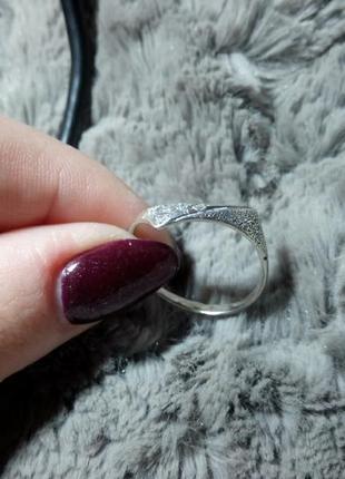 Серебряное кольцо с камушками 925 проба