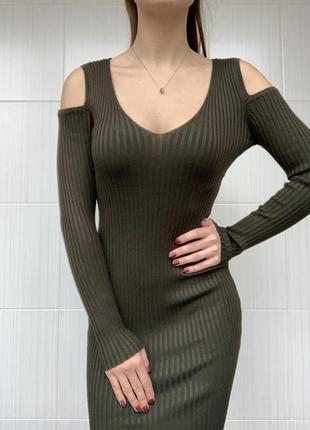 Новое платье лапша в рубчик с открытими плечами цвета хаки
