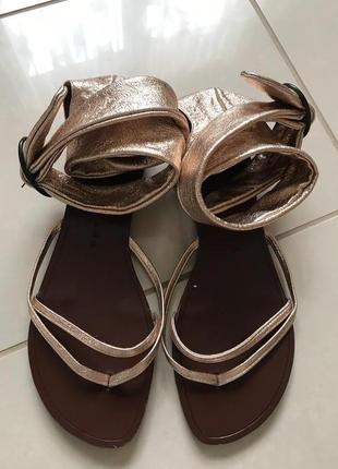 Босоножки фирменные стильные кожаные chie mihara размер 40