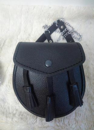 Поясная сумка из комбинированной кожи,на цепочке.