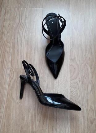 Туфли лодочки с открытой пяткой bershka