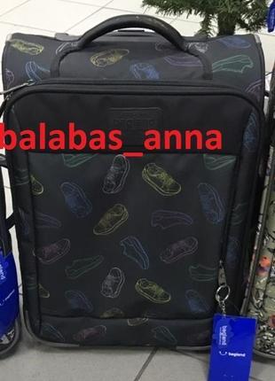 Чемодан, маленький чемодан,  валіза, ручная кладь, самолетный чемодан, кроссовки
