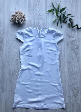 Платье белое на молнии