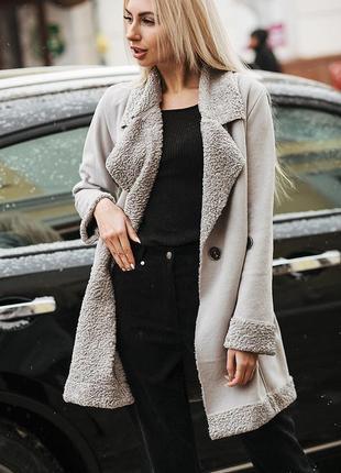 Стильное деми пальто-косуха под овчину из эко-замши цвета р.s-l
