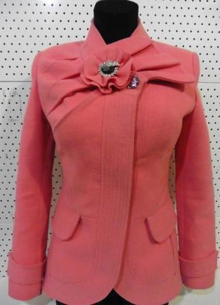Короткое весеннее пальто кораллового цвета 44-46 размера