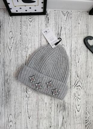 Стильная шапка с камнями terranova