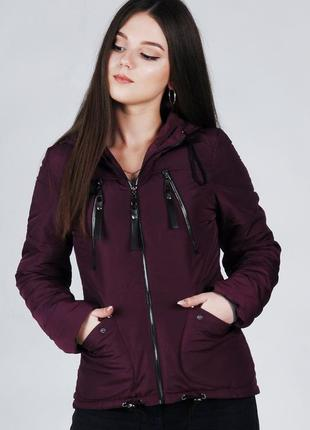 Весенняя женская куртка короткая