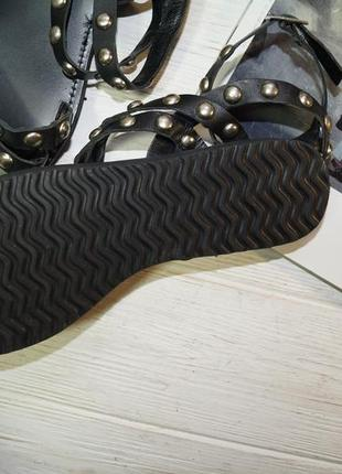 Friis company. кожа. крутые сандалии, босоножки с заклепками4