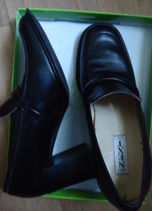 Кожаные туфли-лоферы на толстом каблуке