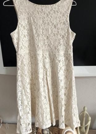 Очень красивое кружевное платье цвета айвори