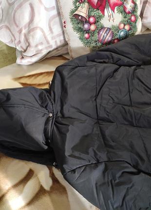 Укороченная черная куртка пуховик с капюшоном пряжками городская лыжная3 фото