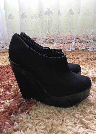 Замшеві ботинки