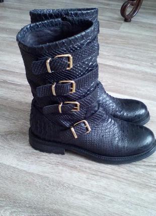 Шикарные, крутые кожаные полусапожки, сапожки,ботинки на 39 р-р