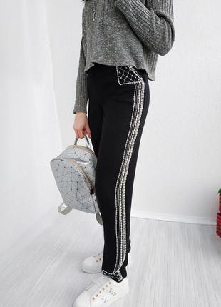 Нереальные зауженные штаны с завышенной талией lindex брюки с лампасами вышитыми бисером