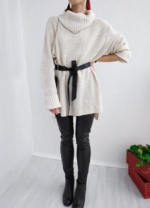 Удлиненный вязаный овэрсайз свитер платье с объемным воротником h&m молочного цвета