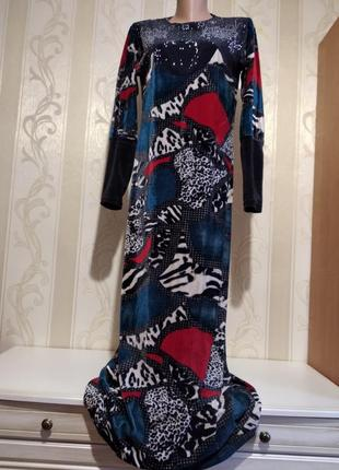 Тёплое длинное платье со стразами.