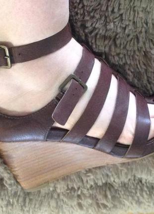 Красивые босоножки туфли на танкетке кожаные ессо кожа
