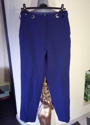 Зауженные к низу брюки с люверсами,42-44 размер