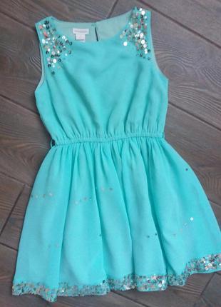 Красивое платье на 5 лет в пайетках  состояние прекрасное