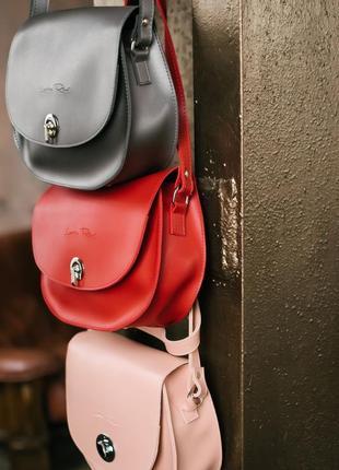 Стильна кросбоді сумочка. асортимент кольорів
