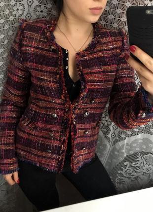 Стильный тёплый пиджачок,размер м