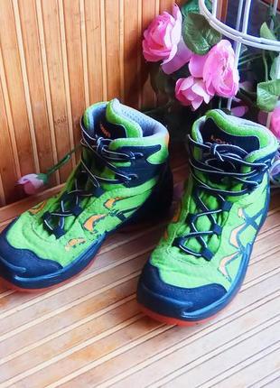Ботинки от lowa 30р.с мембраной goretex