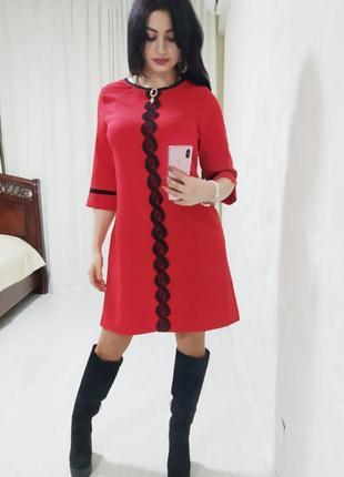 Изысканное платье со съемной брошью